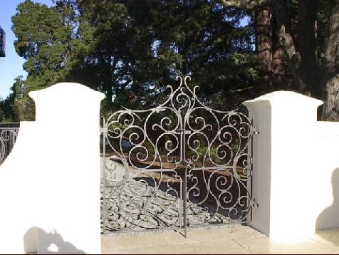 bass gate